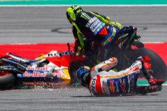 La carambola de Lorenzo limpia el camino de la victoria a Márquez en Montmeló