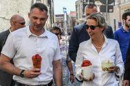 EPA019. <HIT>GÖRLITZ</HIT> (ALEMANIA).- El candidato del ultraderechista Alternativa para Alemania (AfD) a la alcaldía de <HIT>Görlitz</HIT>, Sebastian Wippel, conversa con la líder del grupo parlamentario, Alice Weidel, durante un acto electoral del partido en <HIT>Görlitz</HIT> (Alemania).