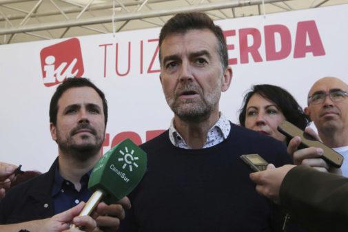 Antonio Maíllo, en un acto del partido junto a Alberto Garzón celebrado el pasado mes de marzo.