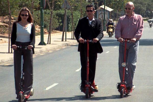 Tres usuarios de patinetes en una edición del día sin coches de Palma.