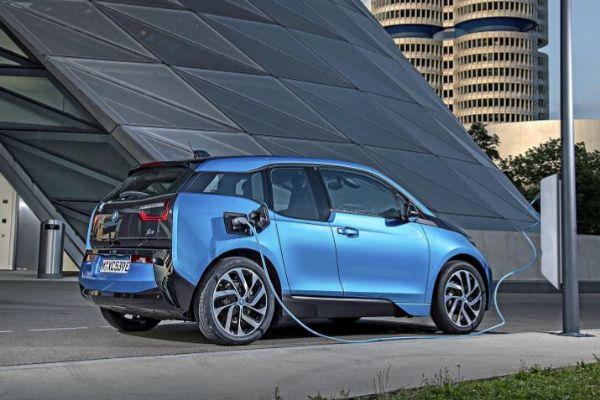 BMW supera las 7.000 unidades electrificadas vendidas en España desde 2013