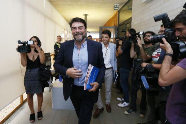 El alcalde de Alicante y el futuro presidente de la Diputación, Luis Barcala y Carlos Mazón, el pasado viernes, día que cerraron el pacto con Ciudadanos.