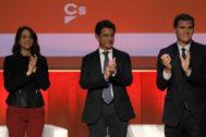 Inés Arrimadas, Manuel Valls y Albert Rivera, en un acto de Ciudadanos el pasado diciembre en Barcelona.