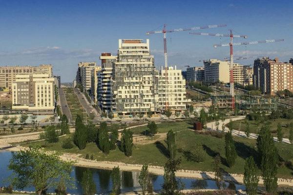 Edificios de viviendas en construcción en Madrid.