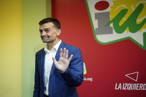 El coordinador general de IU en Andalucía, Antonio Maíllo, este lunes, explicando su dimisión.