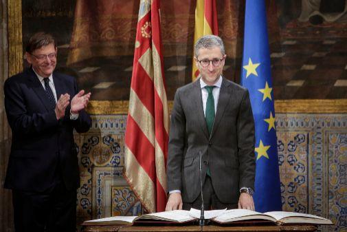 Arcadi España, durante su promesa como conseller en el Palau de la Generalitat.