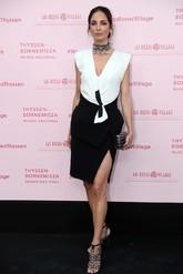 Eugenia eligió un vestido en blanco y negro de <strong> Balenciaga by...