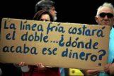 Imagen de archivo de una protesta de padres contra la privatización de un comedor escolar.