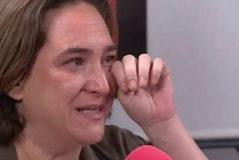 Ada Colau rompe a llorar y admite que se planteó dejar la política
