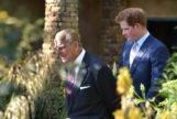 El duque de Edimburgo y su nieto, Harry, en una imagen de archivo.