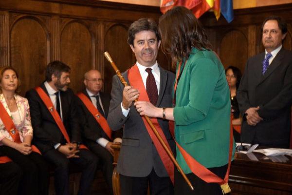 El socialista Luis Felipe, tras ser reelegido alcalde de Huesca.
