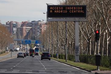 Cartel avisando de la entrada a Madrid Central.
