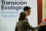 El presidente del gobierno Pedro Sánchez, y la ministra para la Transición Ecológica Teresa Ribera