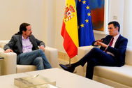Pablo Iglesias y Pedro Sánchez, en la reunión celebrada el 7 de mayo en Moncloa.