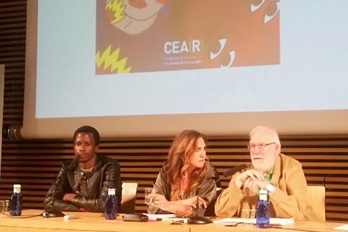 De izq. a dcha: Souleymane Barry, Carlos Berzona, presidente de la CEAR, Estrella Galán, directora general de la CEAR