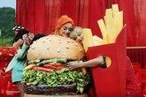 Katy Perry y Taylor Swift se reconcilian y abrazan en el vídeo de You...