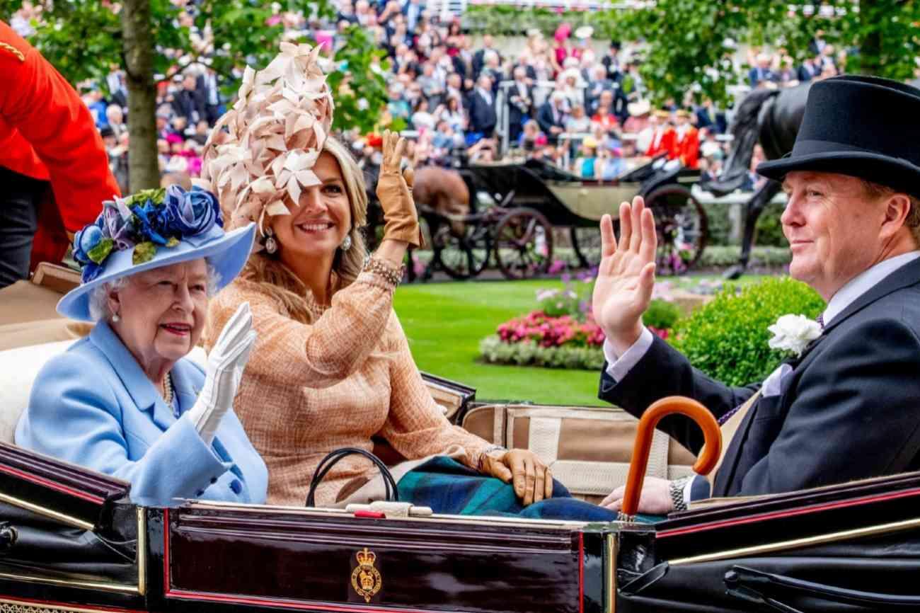 Máxima y Guillermo de Holanda han aparecido junto a la reina Isabel II a las tres de la tarde de este martes 18.