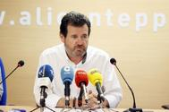 José Císcar, en una rueda de prensa en la sede del PP de Alicante
