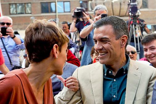 Pedro Sánchez y María Chivite, durante un acto de campaña