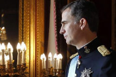 Felipe VI, antes de salir al balcón, el día de su proclamación como Rey
