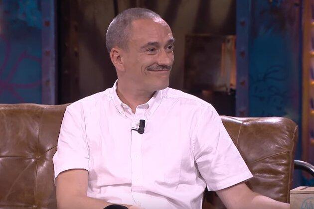 Javier Álvarez trajo a La Resistencia varios regalos para David Broncano, entre los que destacó uno que entusiasmó al presentador