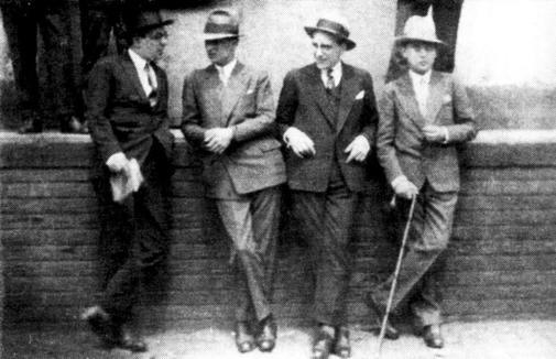 Jorge Luis Borges, Sergio Piñero, Carlos Mastronardi y Guillermo de Torre, 1927.