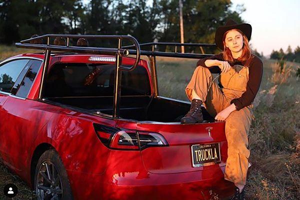 Truckla: el Tesla Model 3 que una 'youtuber' sueca ha convertido en pick-up