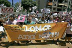 Manifestación de los profesores de religión frente a la Conselleria de Eduación.