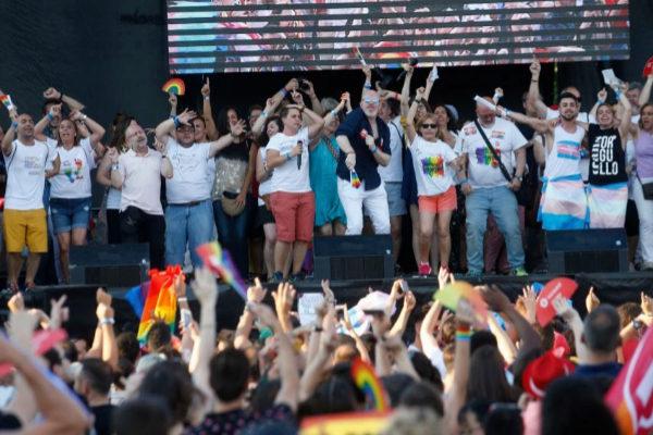 Ambiente durante el desfile del Día del orgullo gay en Madrid