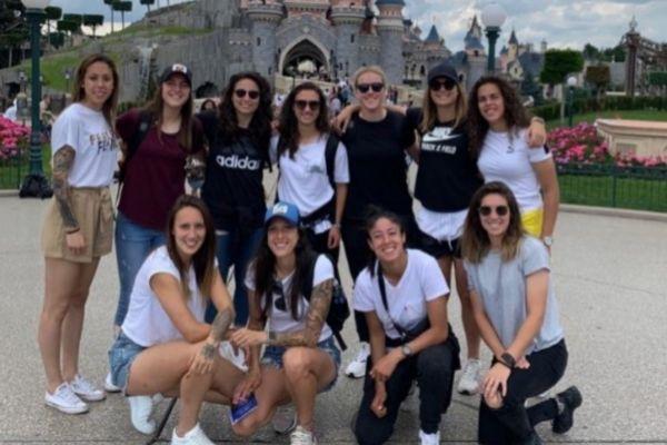 Algunas jugadoras de España, en Disneyland París.