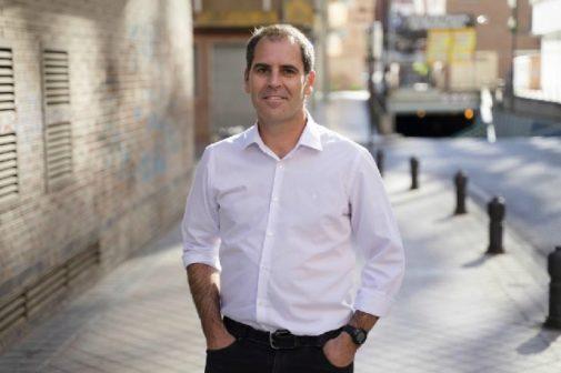 Mauro García, padre de N. y ex marido de Rocío de la Osa, en Granada.