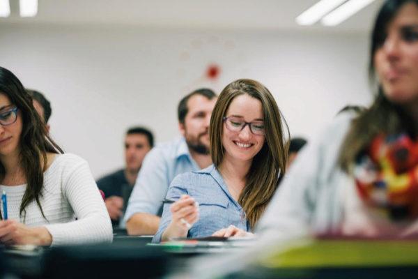 Estudiantes españoles en un aula.