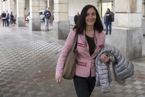 La juez María Núñez Bolaños, saliendo de los juzgados de Sevilla del Prado.