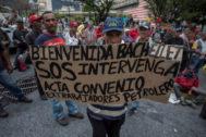 <HIT>CARACAS</HIT> (VENEZUELA) 18/06/2019.- Trabajadores petroleros se mantienen en protesta este martes, exigiendo la presencia de la Alta Comisionada de las Naciones Unidas para los Derechos Humanos y expresidenta chilena, Michelle Bachelet, en la Plaza de la Moneda, a pocos metros del Palacio de Miraflores, en <HIT>Caracas</HIT> (Venezuela). Los extrabajadores de a Exxon Mobil se mantienen en huelga de hambre desde el 30 de mayo exigiendo al presidente Nicolás Maduro pagó el pasivo laboral.  R