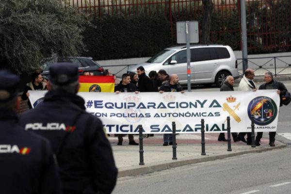 Protesta de Jusapol en favor de una equiparación salarial entre...