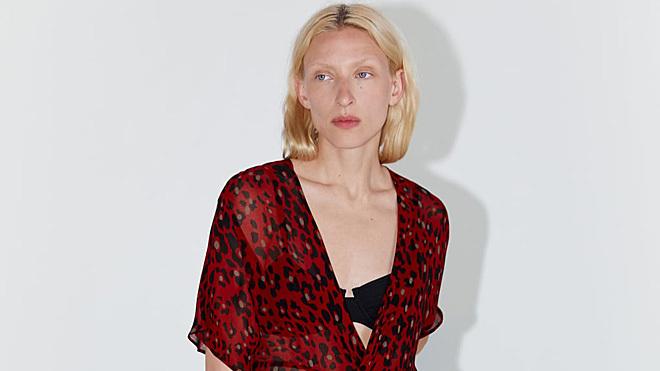 bf3cd6d52 Así es la blusa de Zara que, por 25 euros, sirve para todo: vestido ...