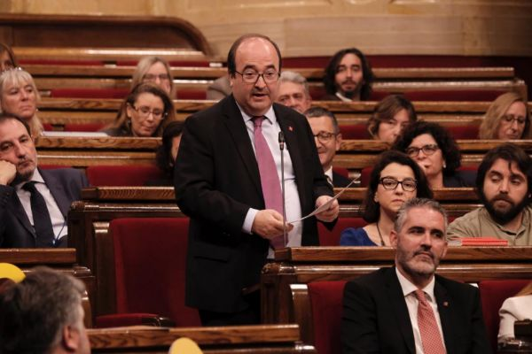 El líder del PSC, Miquel Iceta, durante el último pleno del Parlament.