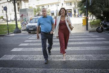 El alcalde de Valencia, Joan Ribó (Compromís), y la portavoz socialista, Sandra Gómez.