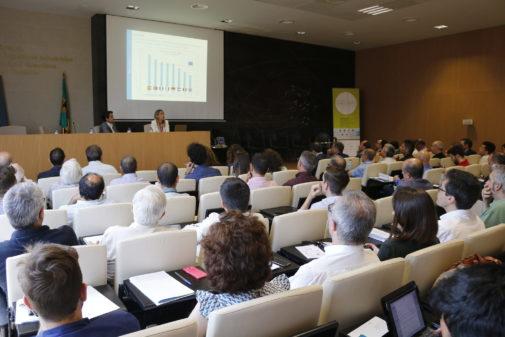 Numerosos asistentes escuchan la ponencia de la directora general de GasIndustria, Verónica Rivière, este miércoles.