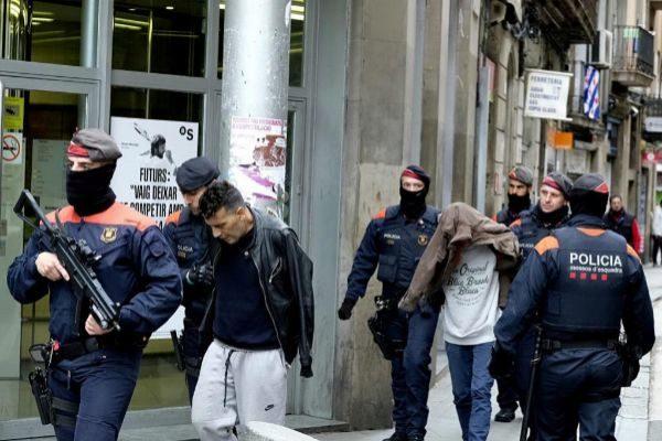 Los Mossos trasladan a dos de los detenidos en la redada de octubre de 2018