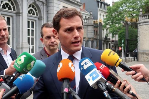 Albert Rivera atiende a la prensa en Bruselas antes de la reunión con el Grupo Liberal Europeo.