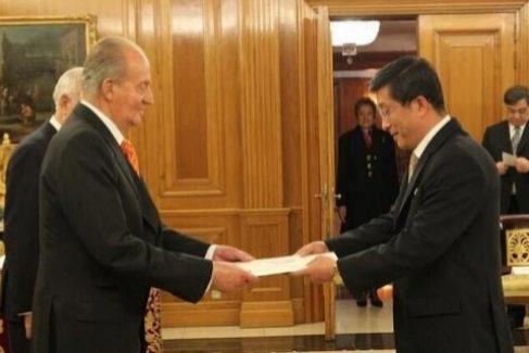 Pasar por Madrid 'mató' al embajador norcoreano Kim (y ahora lo 'resucitan')