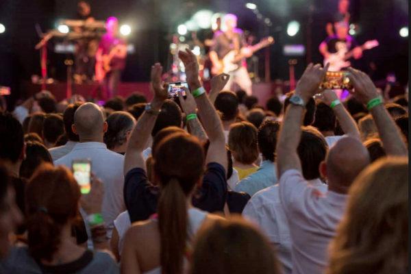 Público durante un concierto en el Festival Solidario Ciudad de la Raqueta