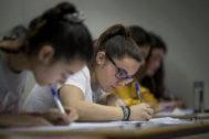 Varias alumnas durante las pasadas pruebas de acceso a la universidad en la Comunidad Valencia.