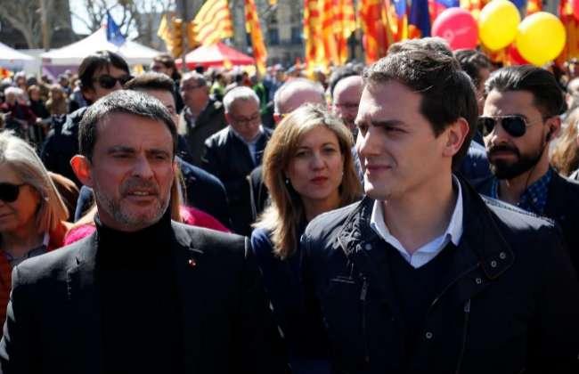 Manuel Valls junto a Albert Rivera, en una manifestación en Barcelona en 2018.