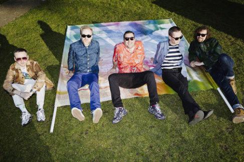 El quinteto británico Hot Chip.