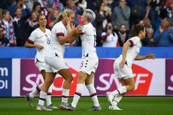 Las jugadoras de Estados Unidos celebran uno de los goles.