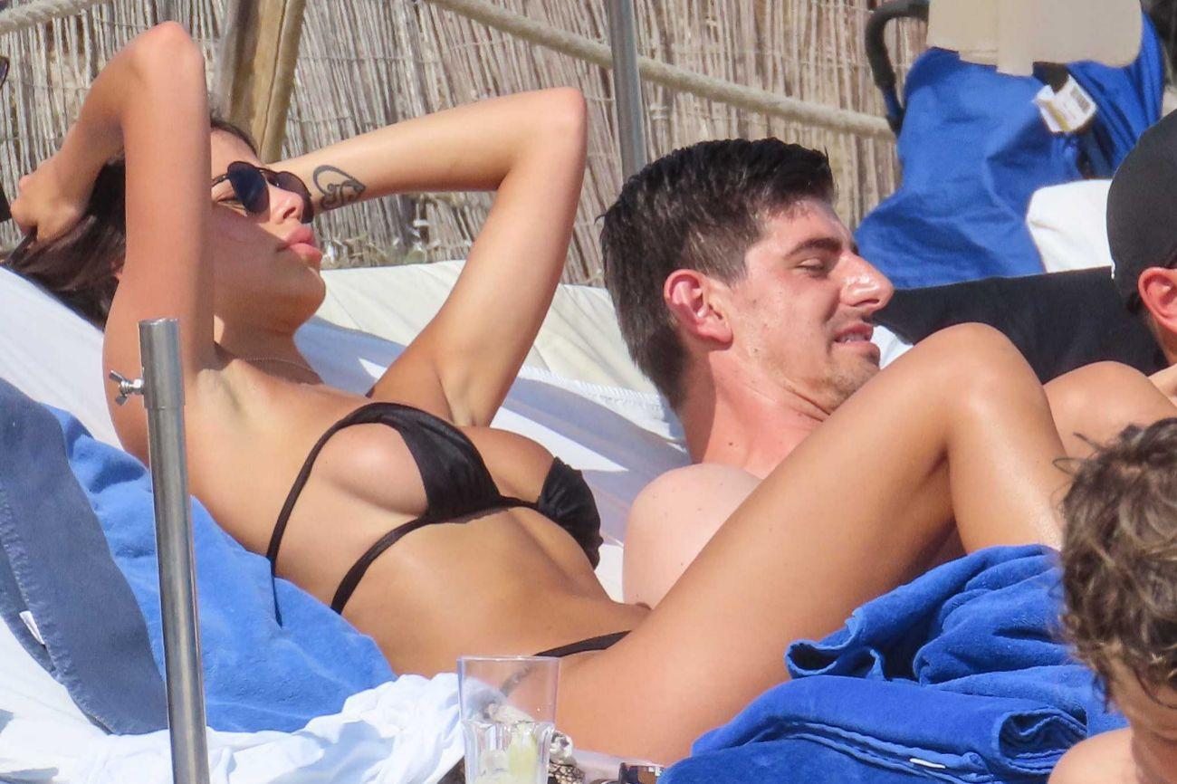 El portero del Real Madrid, Thibaut Courtois (27), ha hecho las...