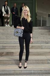7c3bc1b4 De Claudia Schiffer a Olivia Palermo: las celebs no se pierden el homenaje  a Lagerfeld