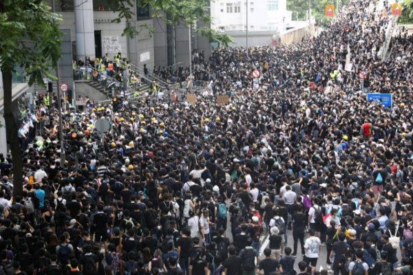 EPA930. <HIT>HONG</HIT> <HIT>KONG</HIT> (CHINA).- Centenares de...